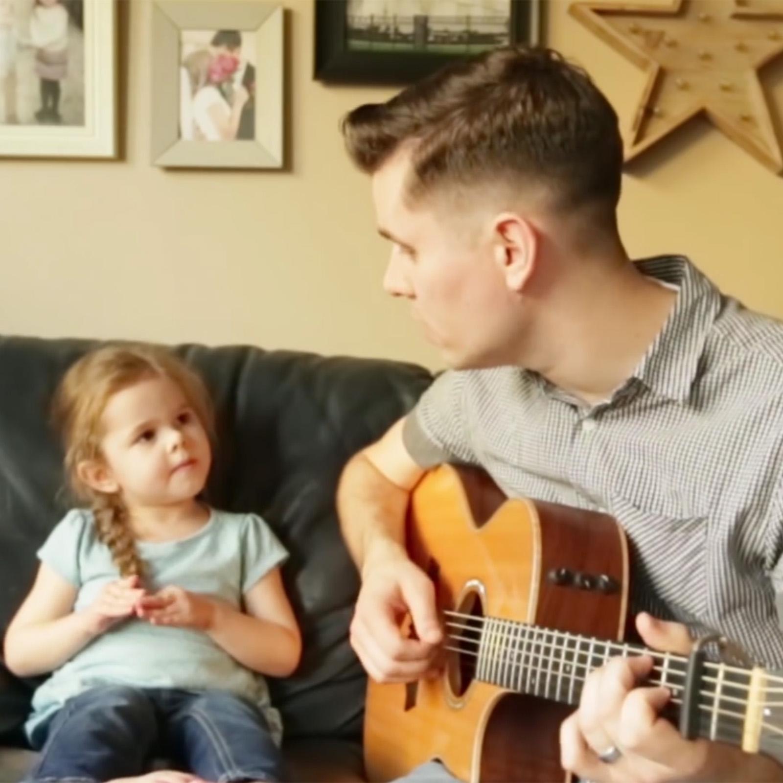 niñita de 4 años canta a su papa y se hace viral