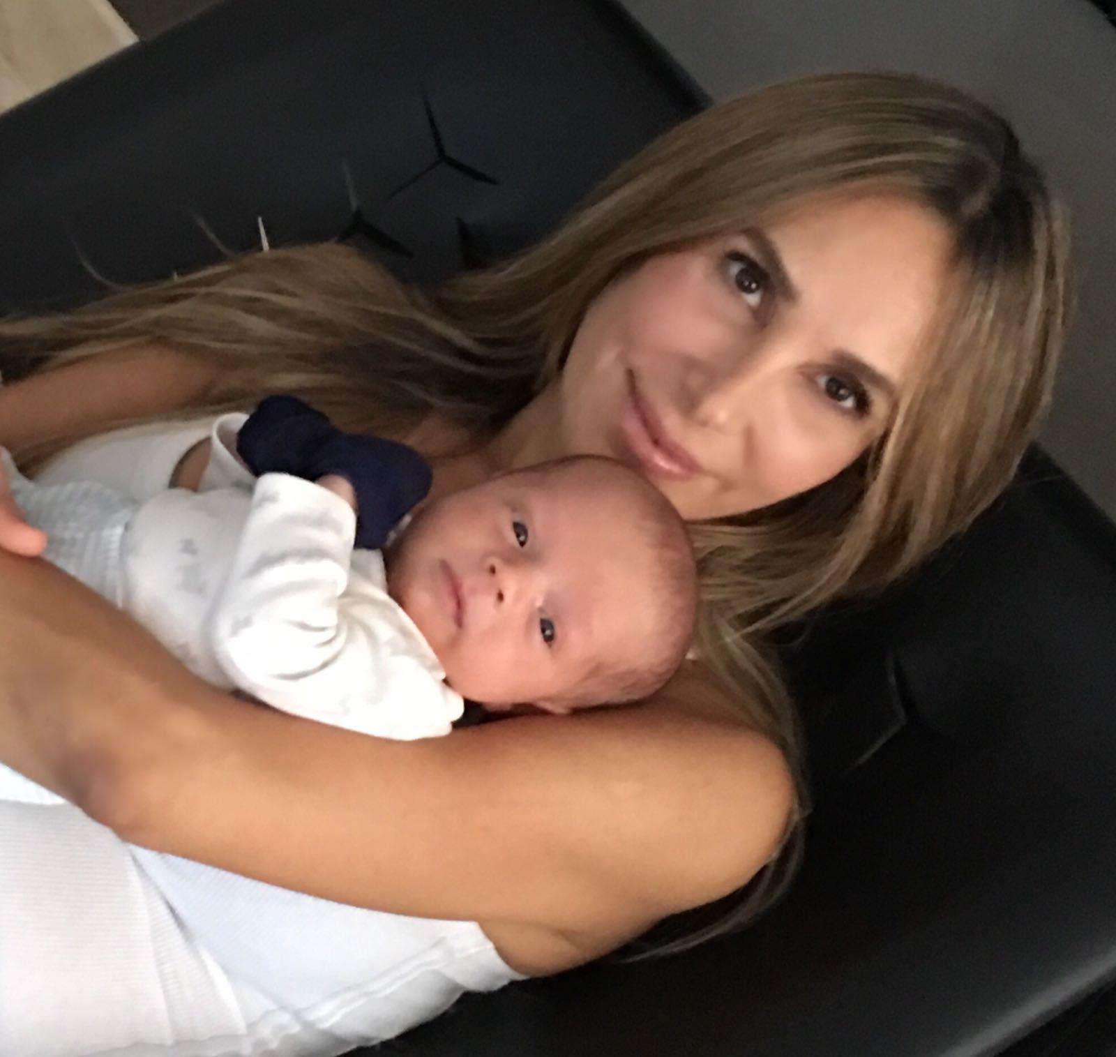 Natalia Streignard y su hijo
