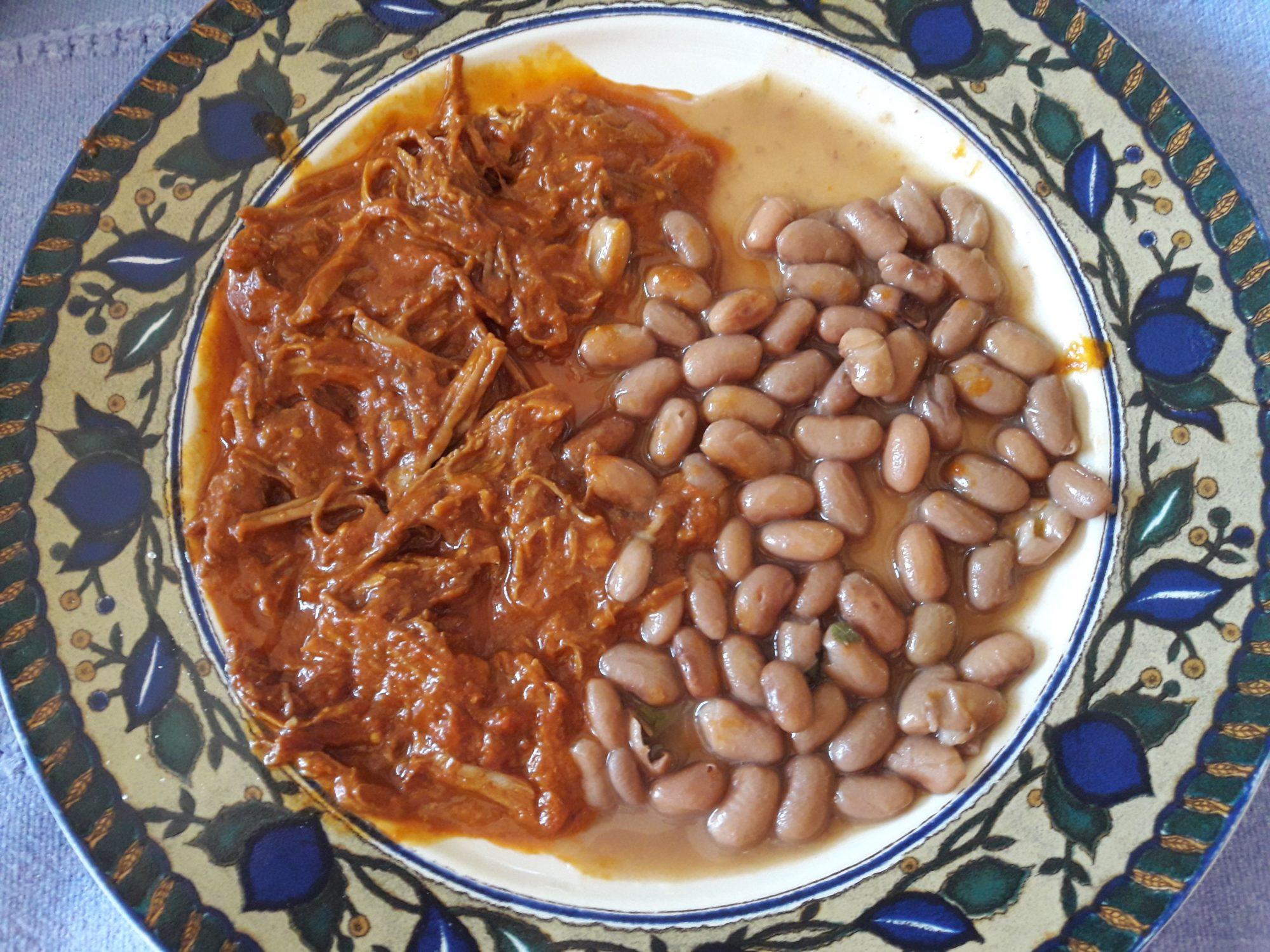 Carne de res en adobo de chile ancho