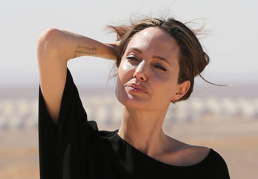 Angelina Jolie durante su visita a un campo de refugiados sirios en Jordania
