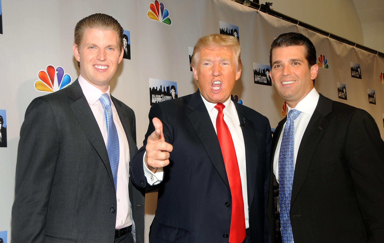 Donald Trump y sus hijos Eric (izq.) y Donald Jr.