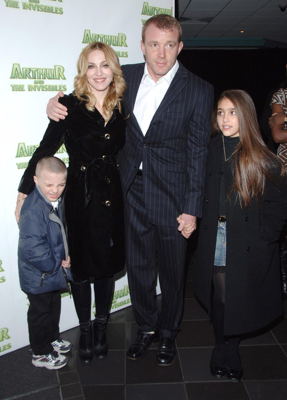 Madonna y Guy Ritchie con sus children Rocco y Lourdes