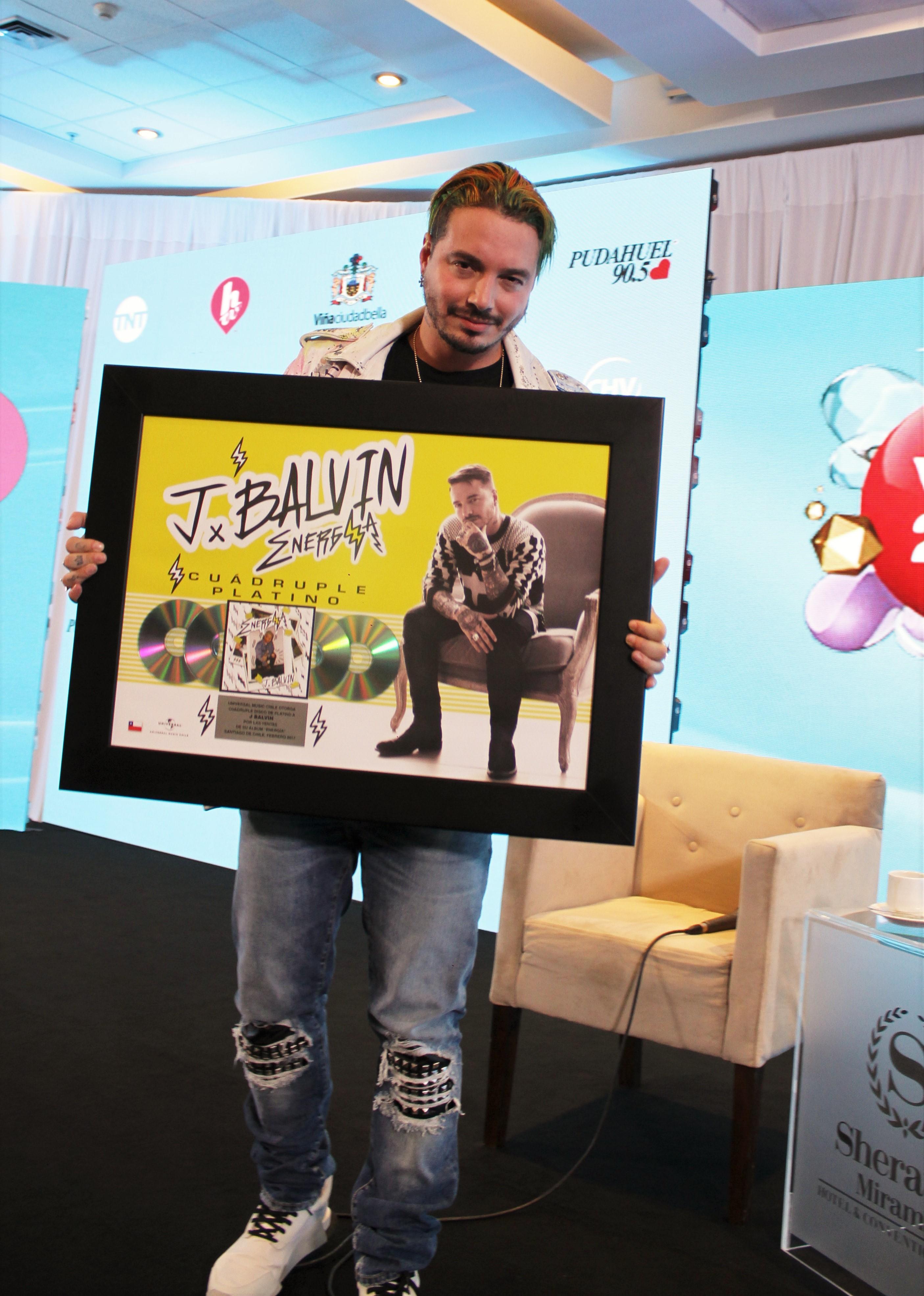 J Balvin Recibe El Cuadruple Platino en Viña del Mar