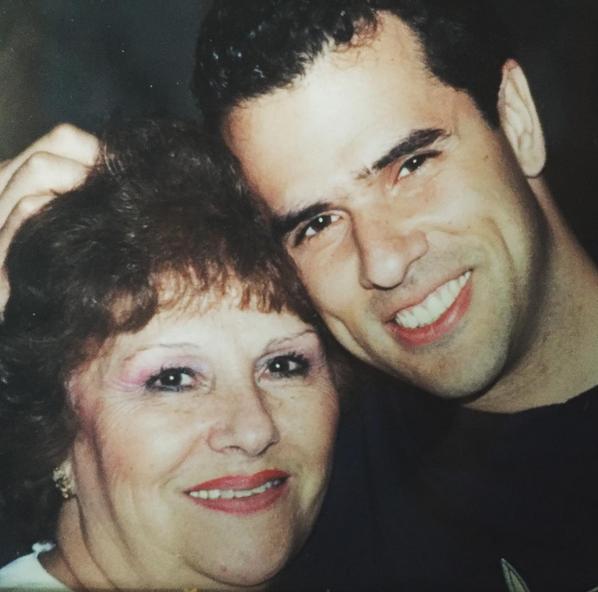 Marco Antonio Regil junto a su mamá