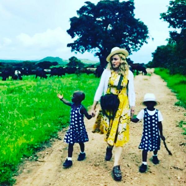 Madonna y su hijas Esther y Stella
