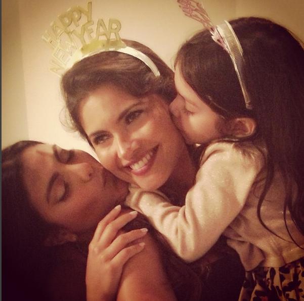 Chiquinquira Delgado y sus hijas María Elena y Carlota Valentina