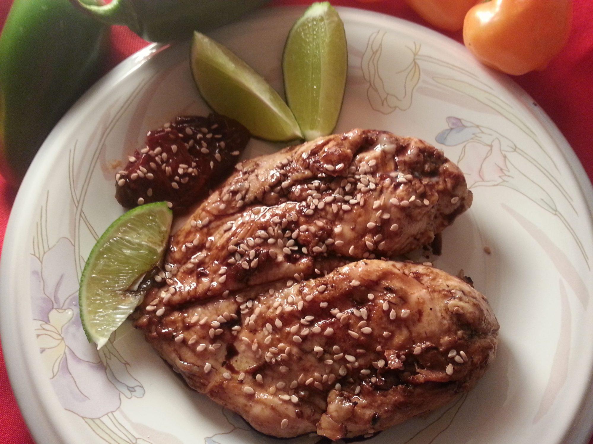 Pollo con chile y ajonjolí