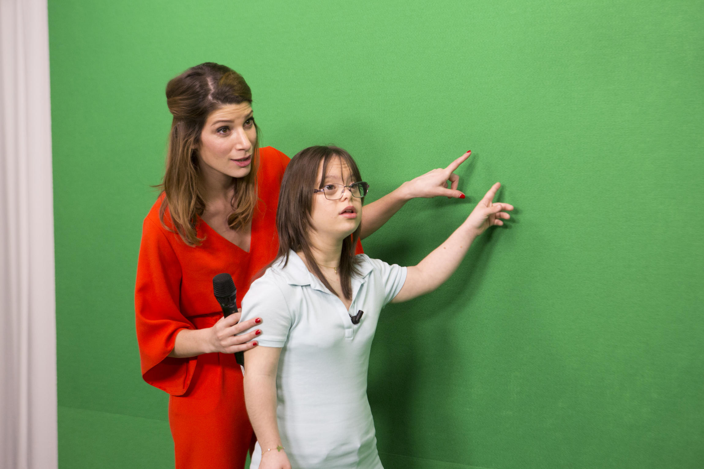 Melanie Segard y la presentadora del tiempo Chloe Nabedian