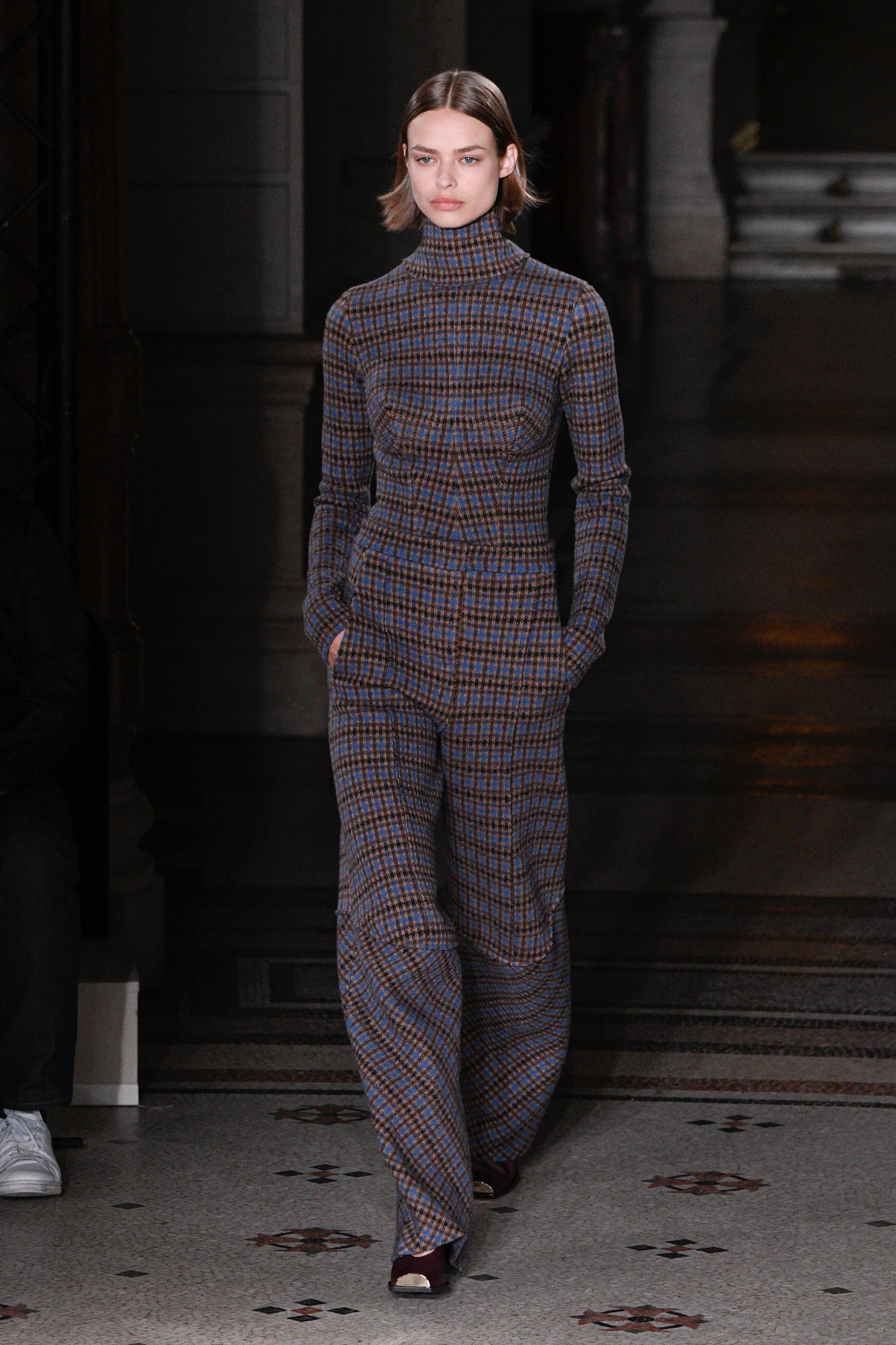 Stella McCartney : Runway - Paris Fashion Week Womenswear Fall/Winter 2017/2018