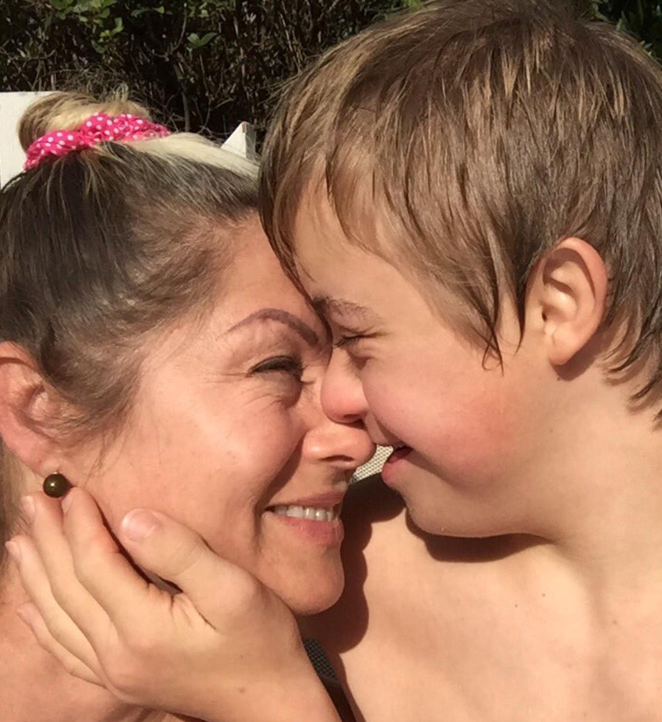 Leticia Calderón y su hijo