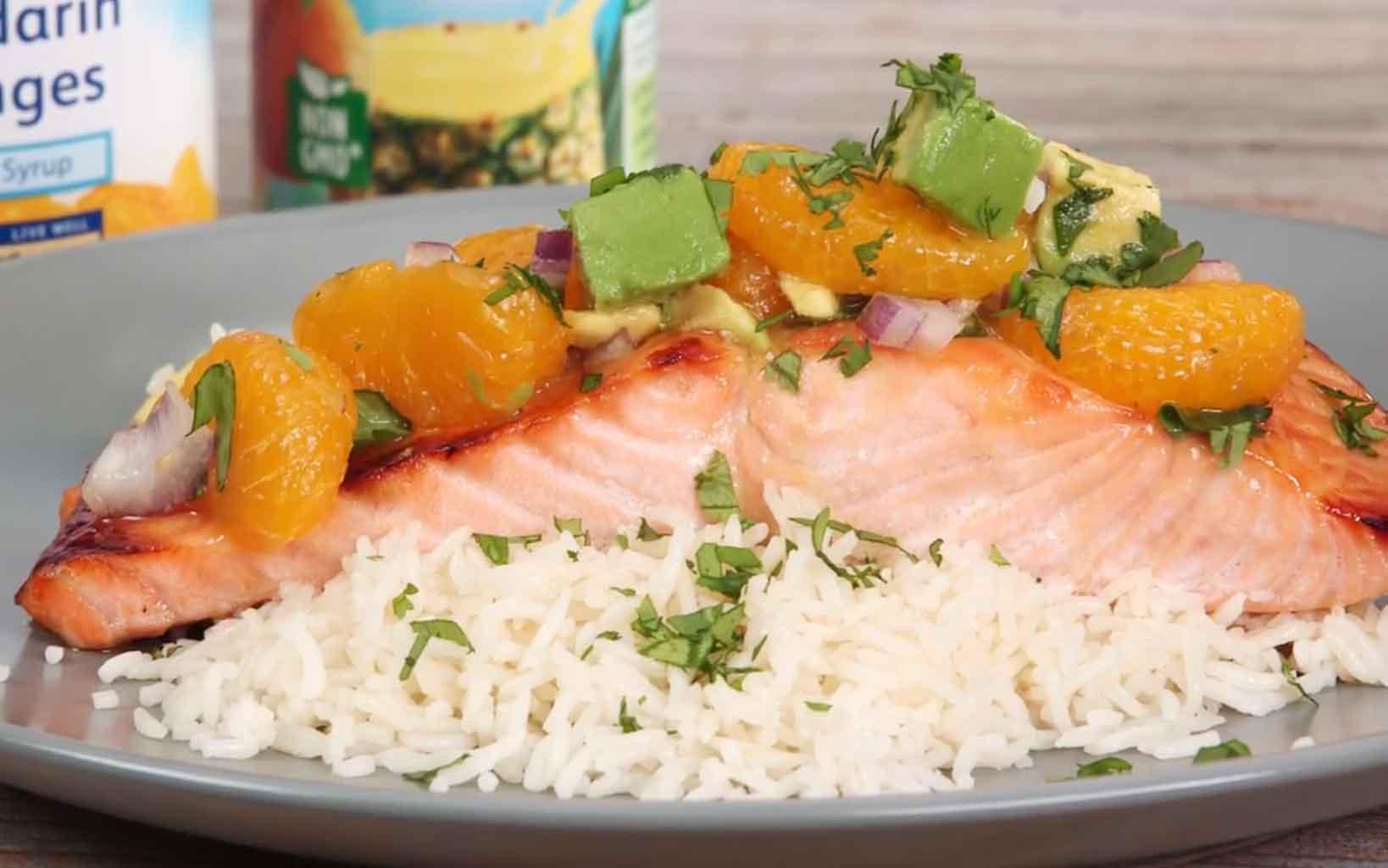 Salmón glaseado con naranja y piña