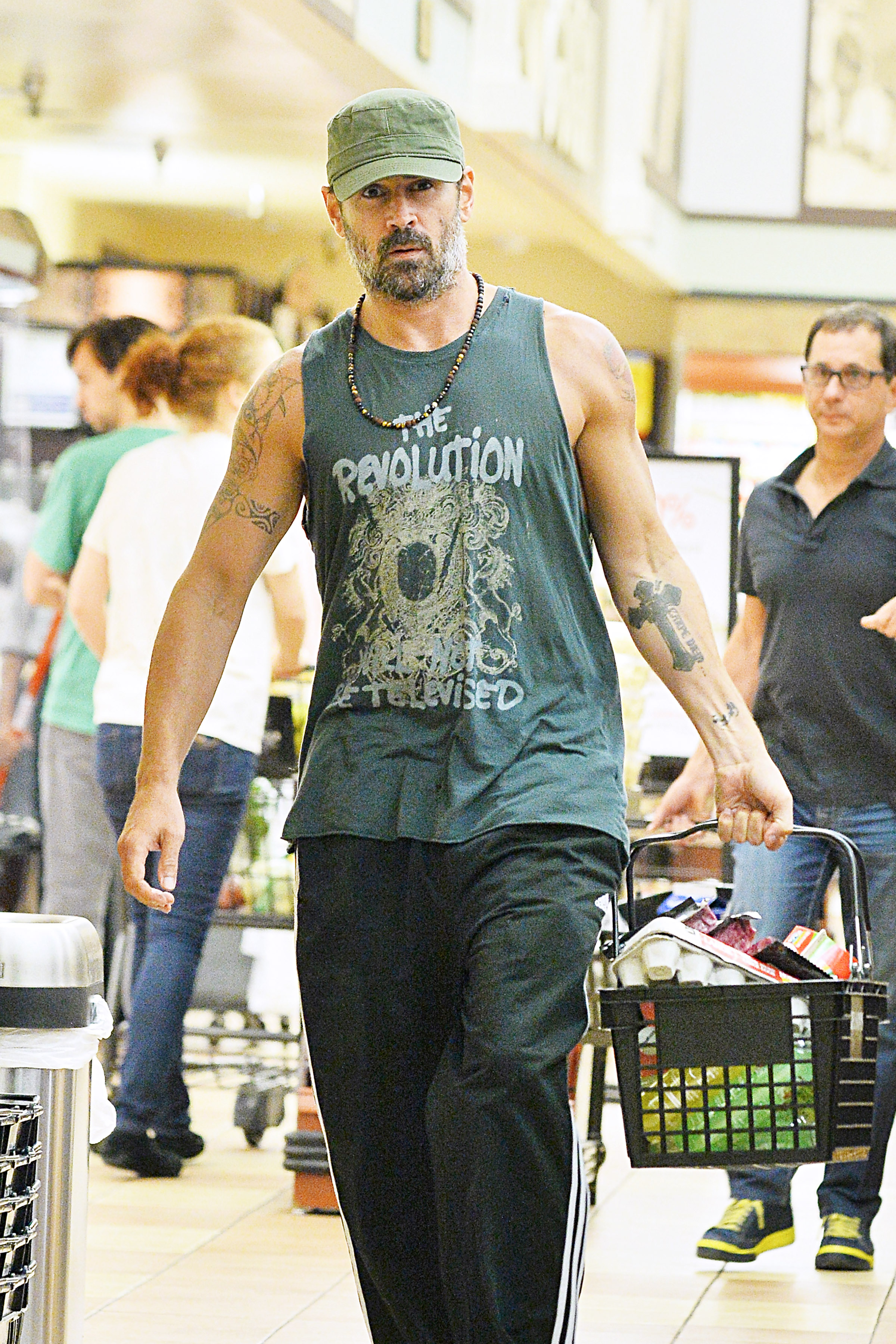 EXCLUSIVE Colin Farrell Shows Off His Muscular Arms On Late Night Grocery Run