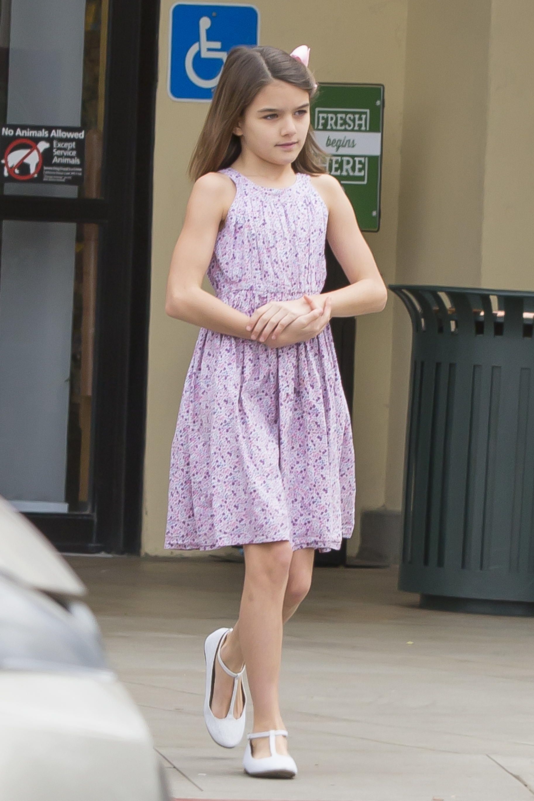 Katie Holmes And Daughter Suri Load Up On Groceries And Snacks In Floral Ensembles