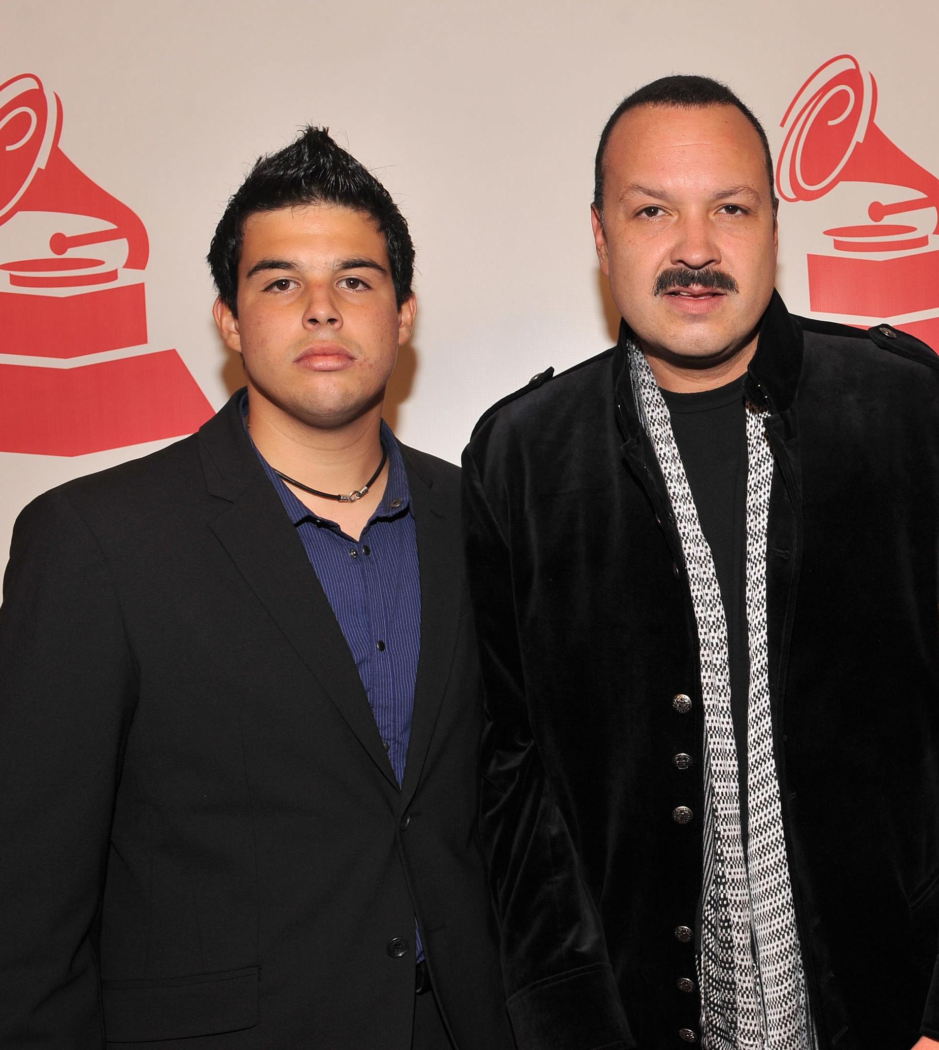 Pepe Aguilar y hijo