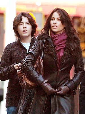 Sofía Vergara y su hijo pasearon por las calles de Nueva York.