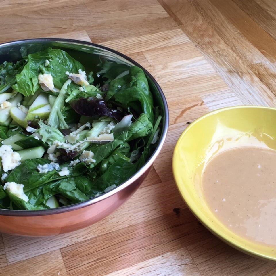 Ensalada mixta con pera y queso azul