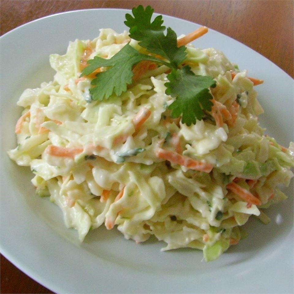 Ensalada de col con cilantro y limón