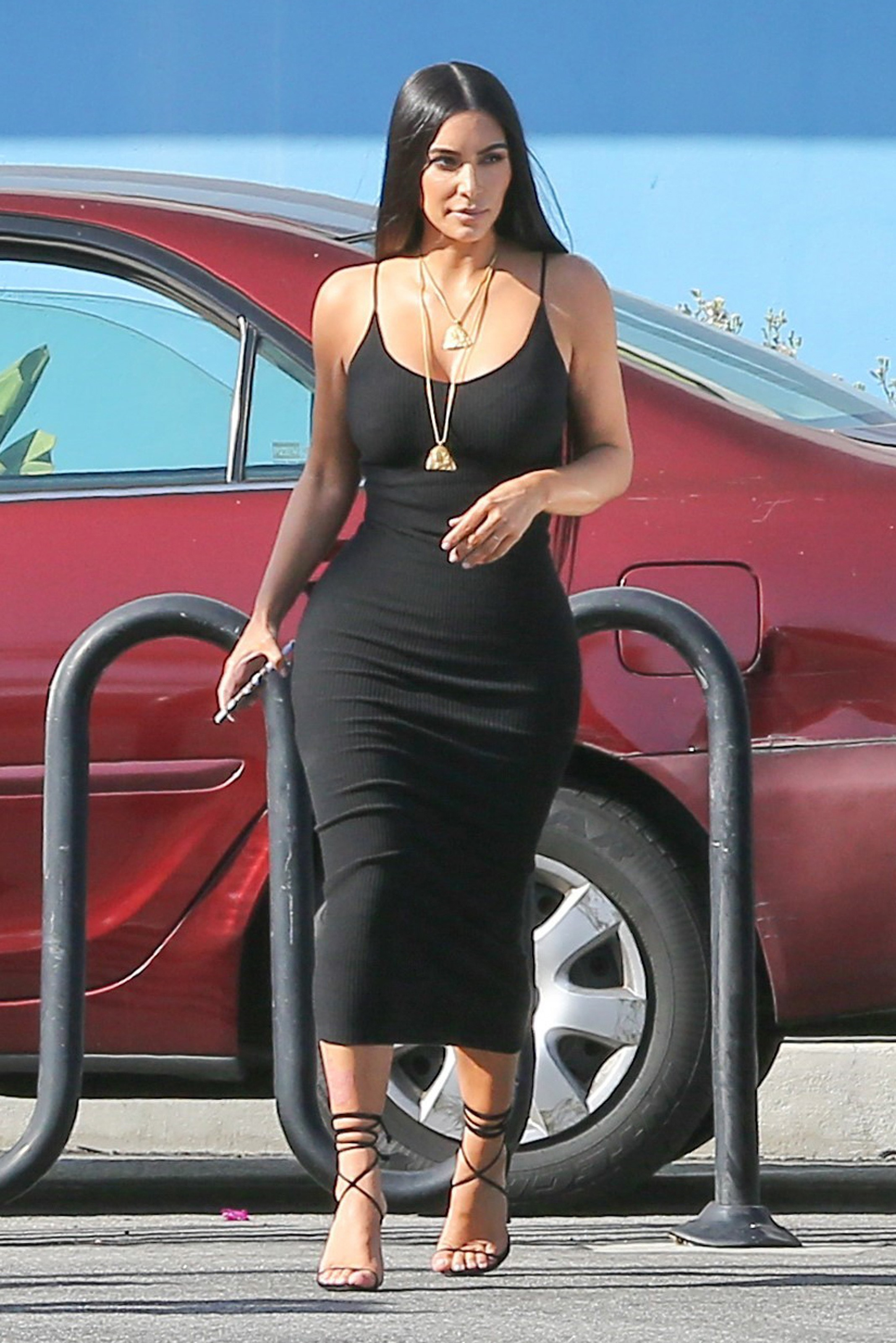 Kim Kardashian, black dress, look