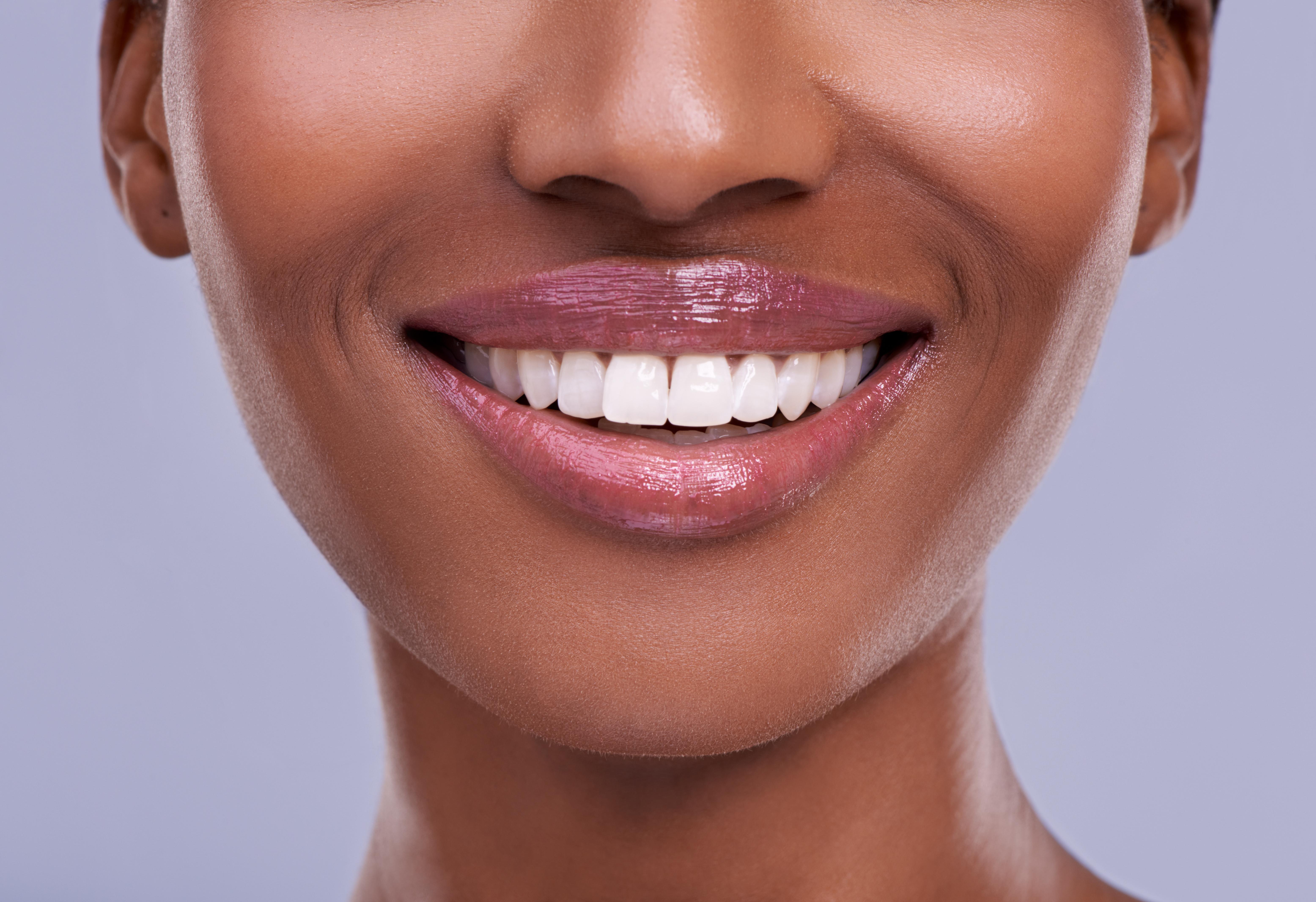 Labios jóvenes y saludables