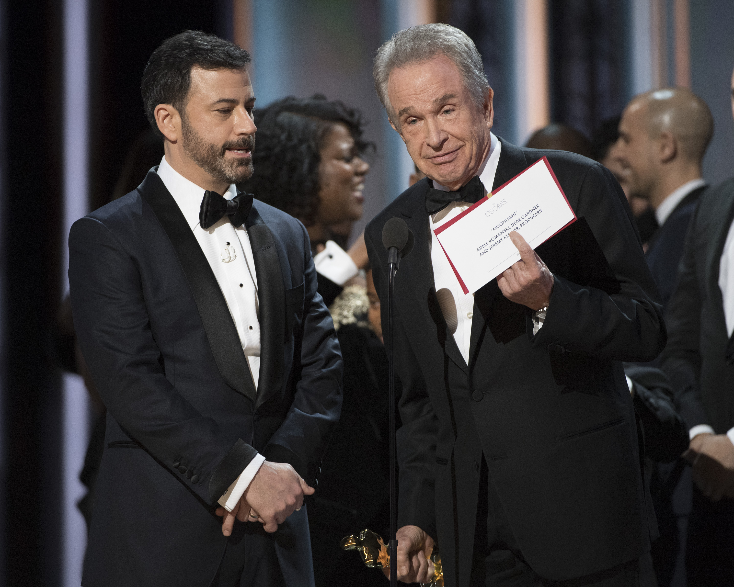 Jimmy Kimmel y Warren Beatty en los Oscars