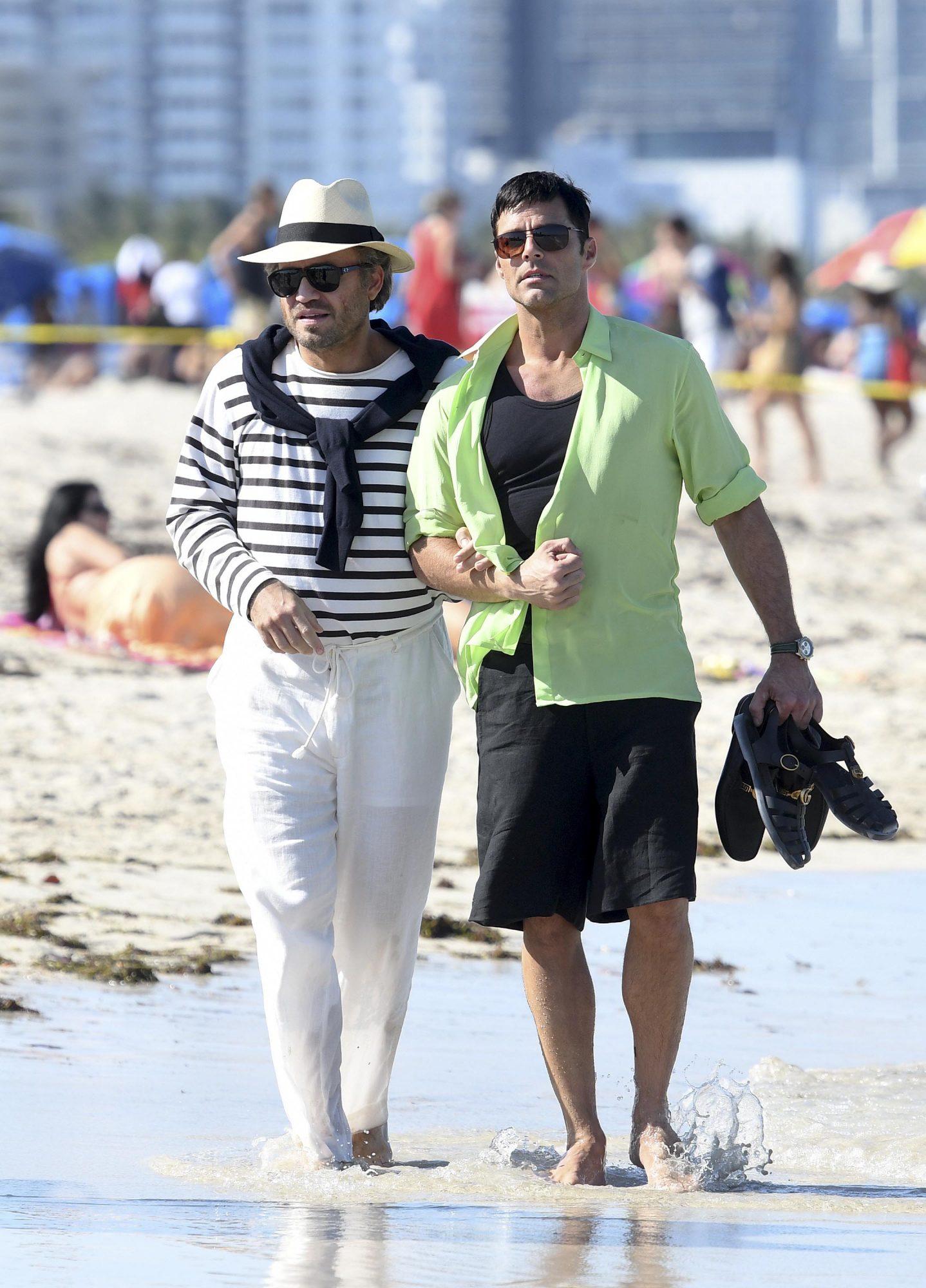 Ricky Martin y Edgar Ramirez filmando American Crime Story: Versace in Miami