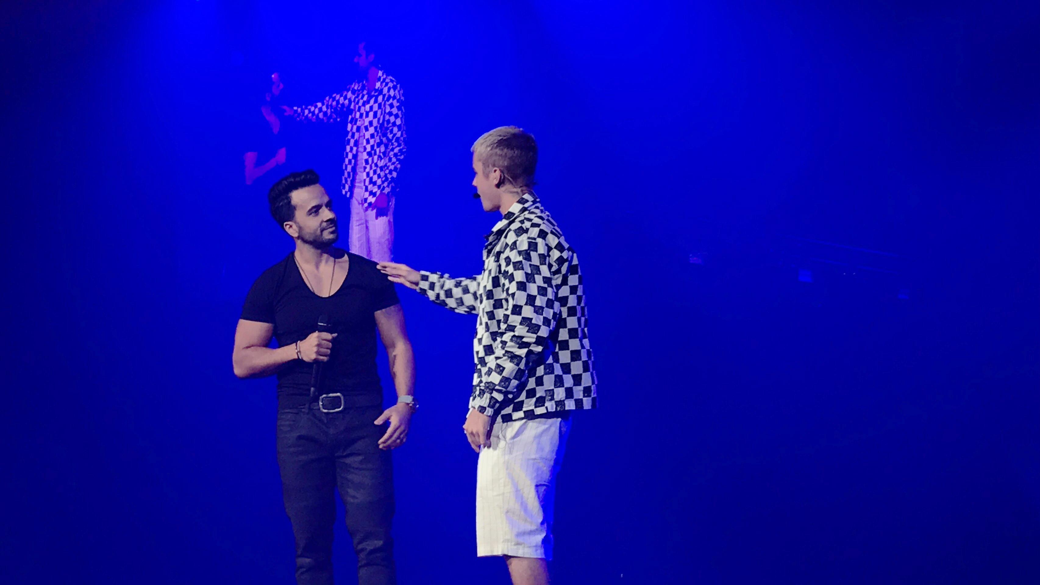 Justin-Bieber-cantando-Luis-Fonsi