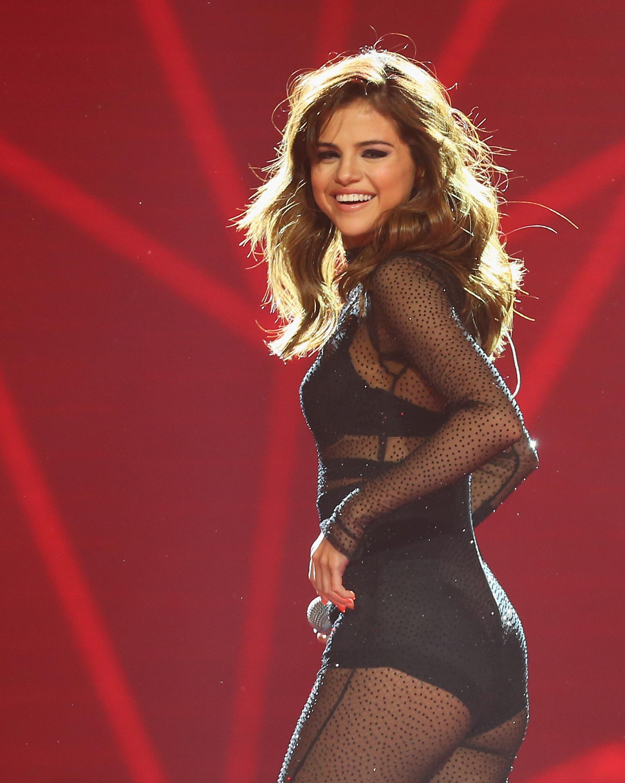 Selena Gomez vuelve al estudio de grabacion