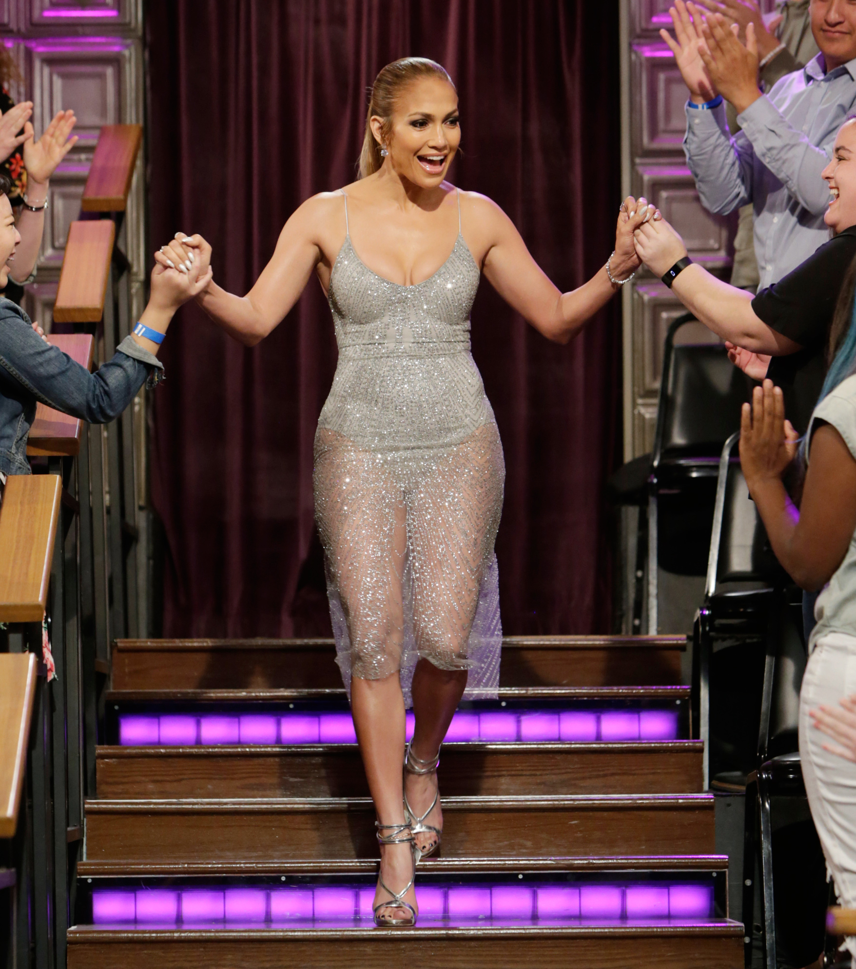 050917-jlo-going-out-look-lead