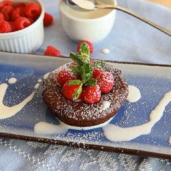 Pastel de chocolate con centro derretido
