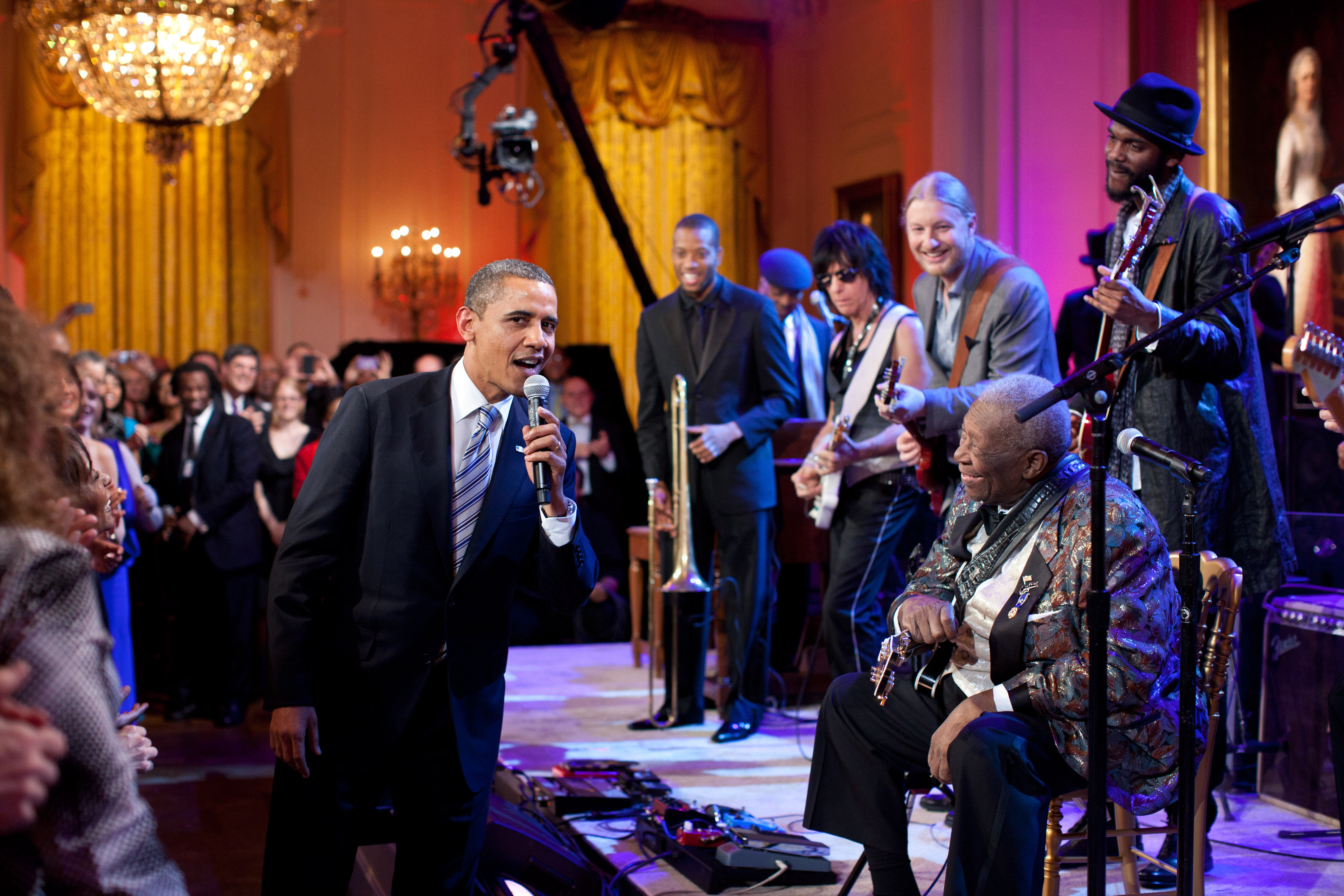 Barack Obama cantando 'Sweet Home Chicago'