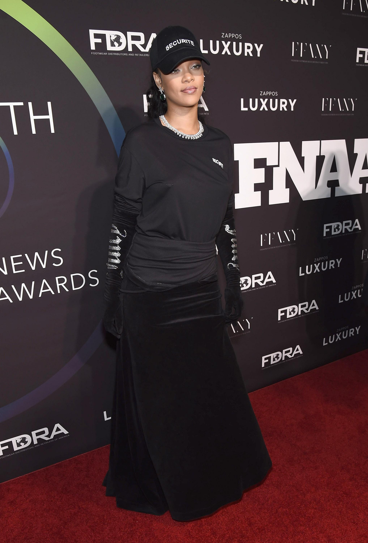 Rihanna, busto, pecho, pezon, alfombra roja