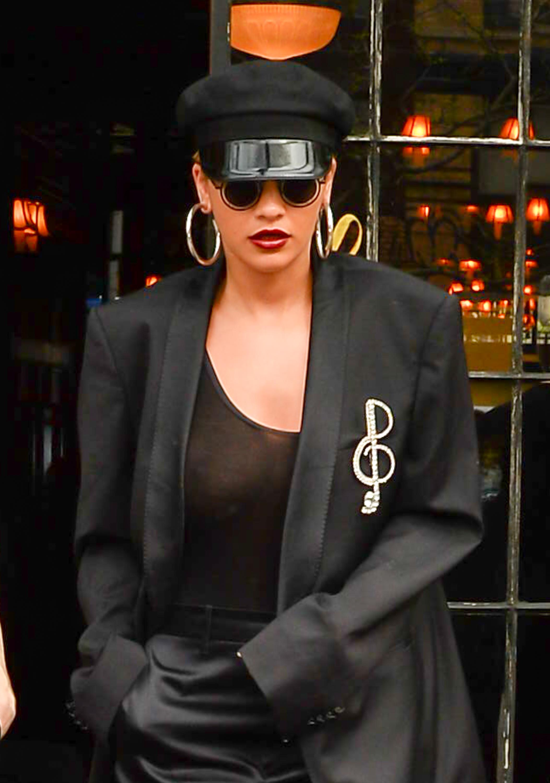Rita Ora, pecho, pezon, busto, brasier