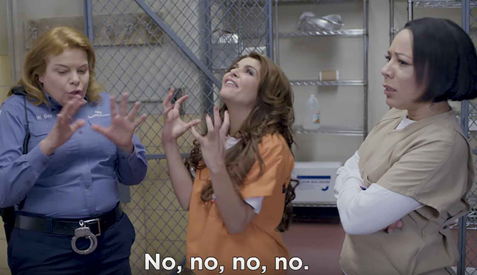 Itatí Cantoral en el set de Orange Is the New Black.