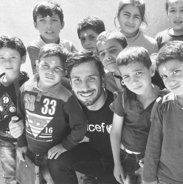 Jwan Yosef con niños refugiados en Líbano