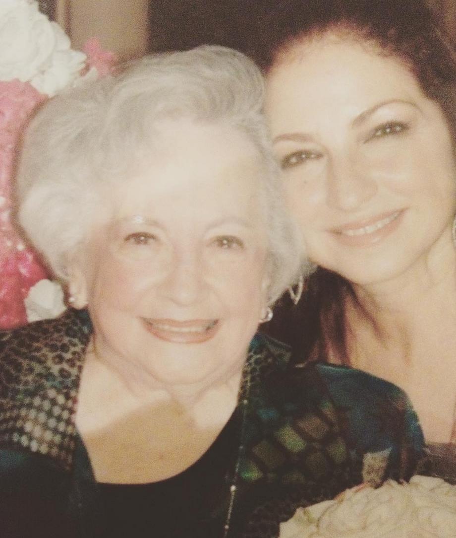 Gloria Estefan y su mamá