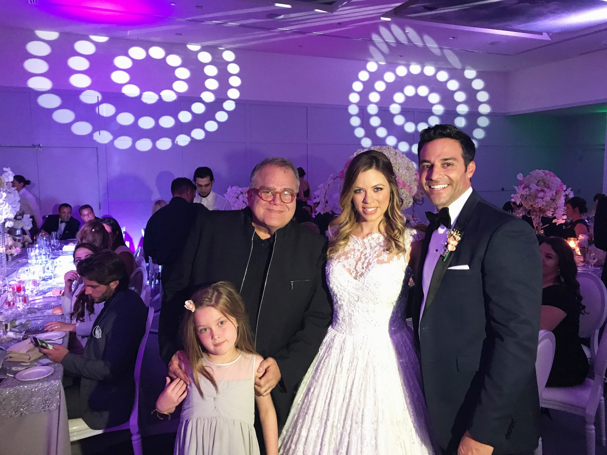 Ximena Duque y Jay Adkins junto a Armando Correa y su hija Anna