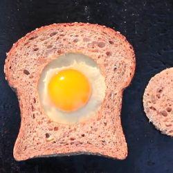 Huevo en hoyo