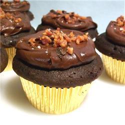 Cupcakes de chocolate con tocino