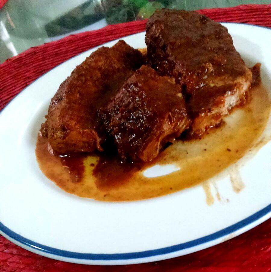 Pierna de cerdo en salsa de tamarindo