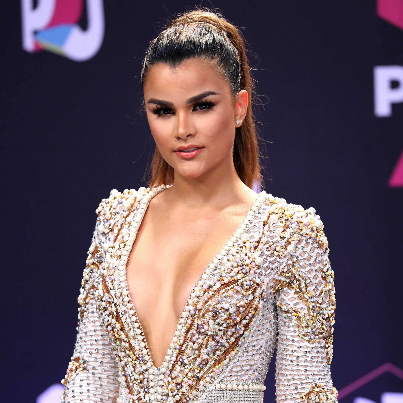 Clarissa Molina, looks, premios juventud, peinado