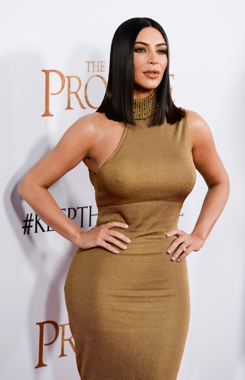 Kim Kardashian, pezones, pecho, busto, brasier