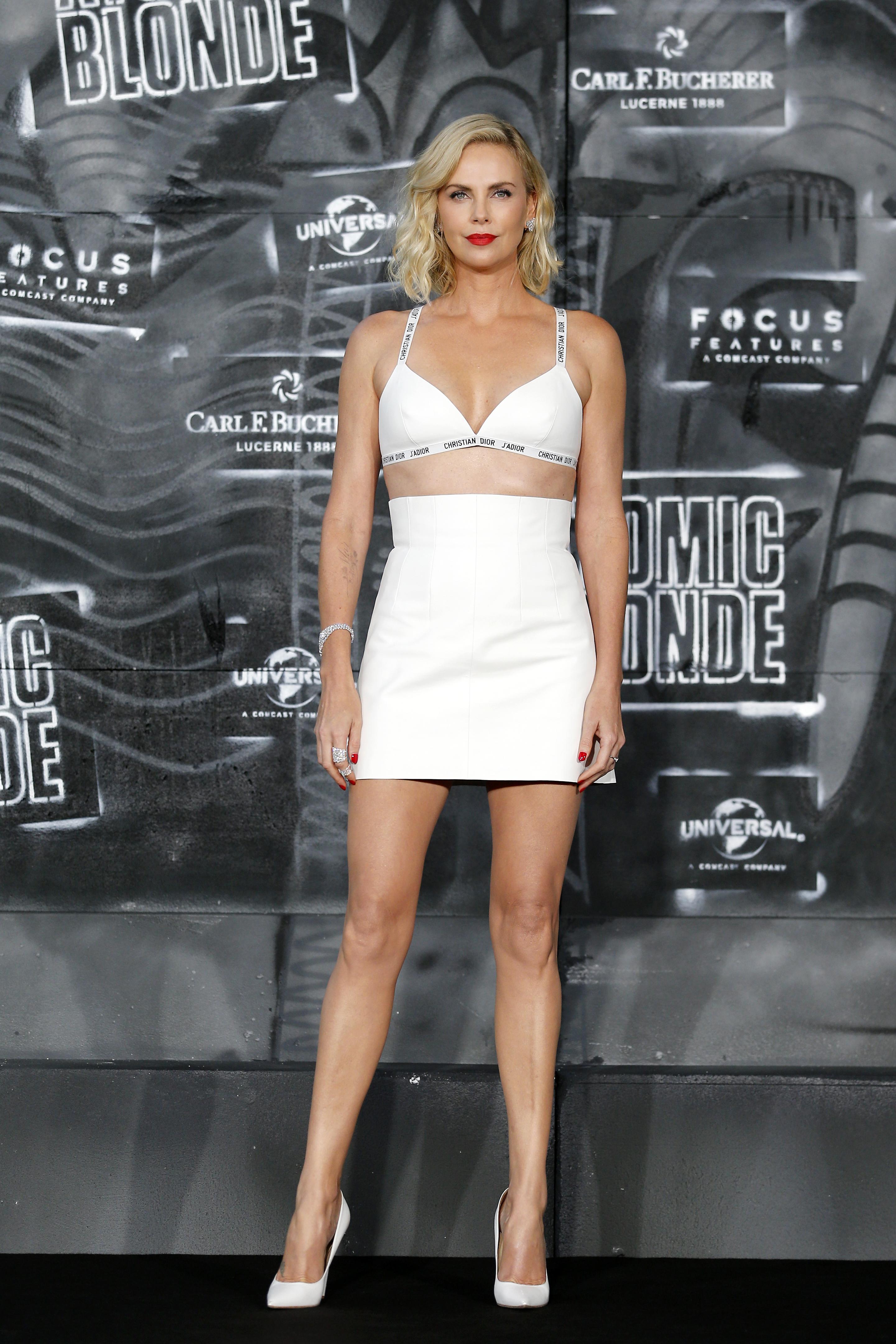 Charlize Theron, sexy, berlin, bralette, looks, estilo, style, Atomic Blonde, premier