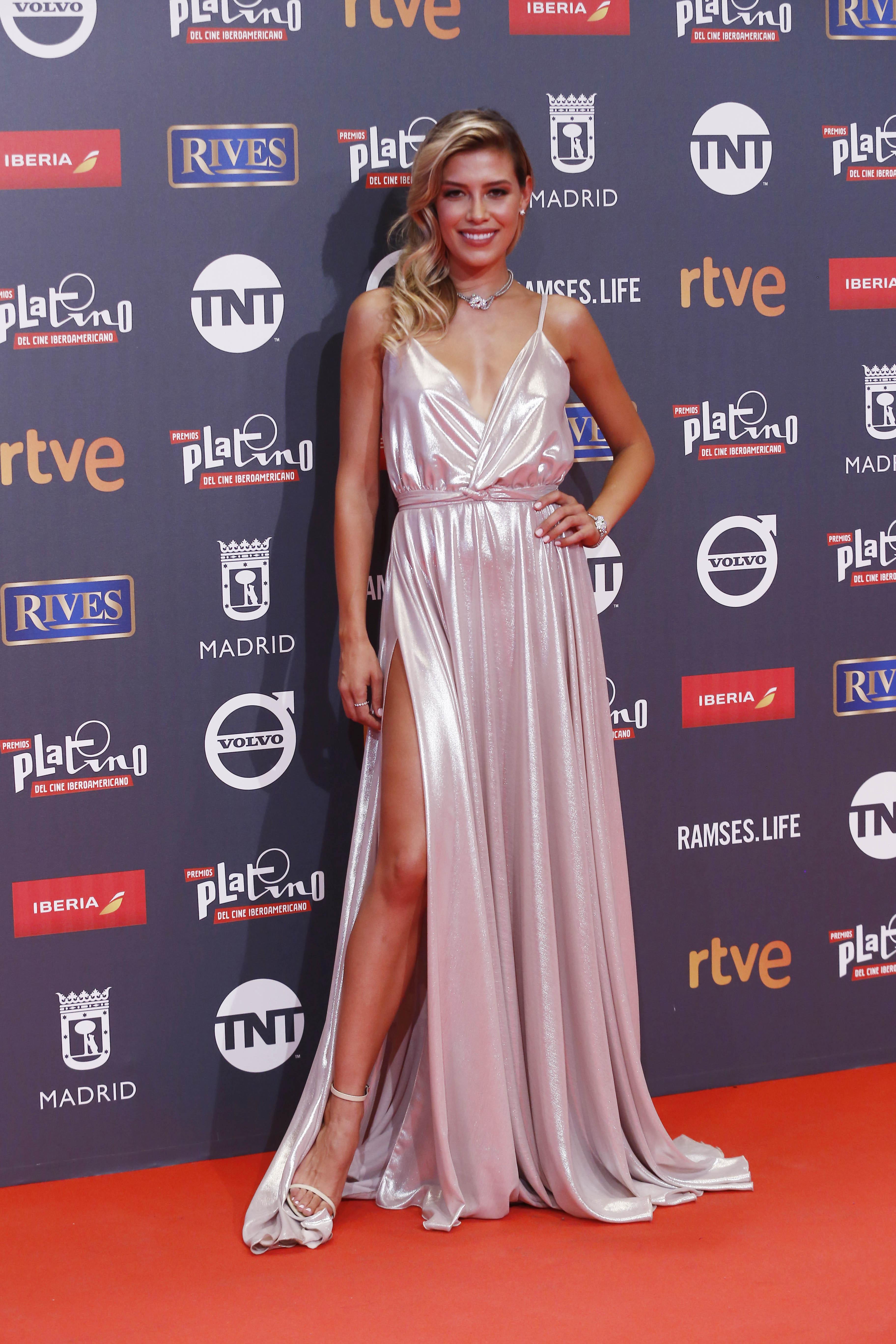 Michelle Salas, looks, moda, estilo, premios platino