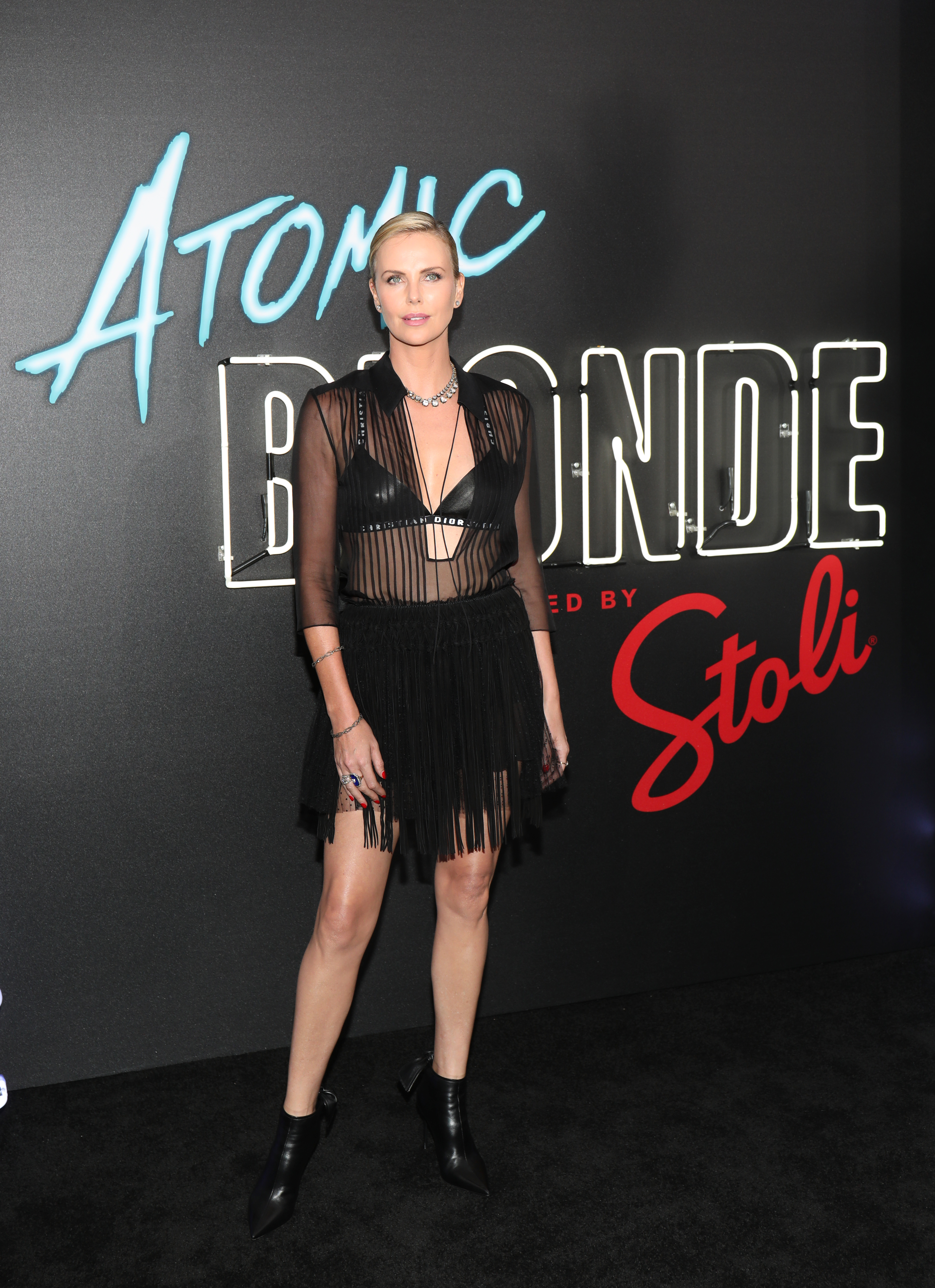Charlize Theron, atomic blonde, looks, estilo, moda, style