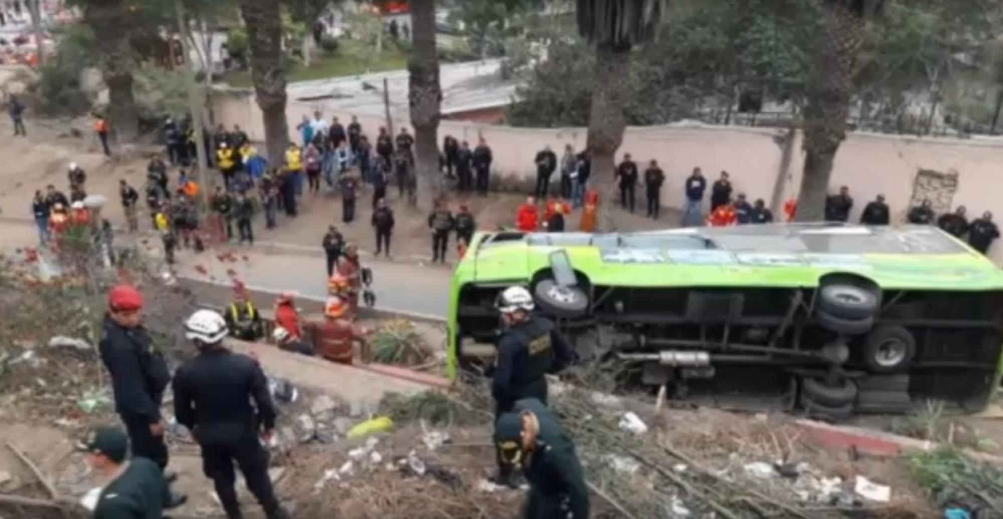 Impresionante Accidente de Bus Turístico en el Cerro San Cristóbal Lima Perú (9 muertos) Reflexiones para ti