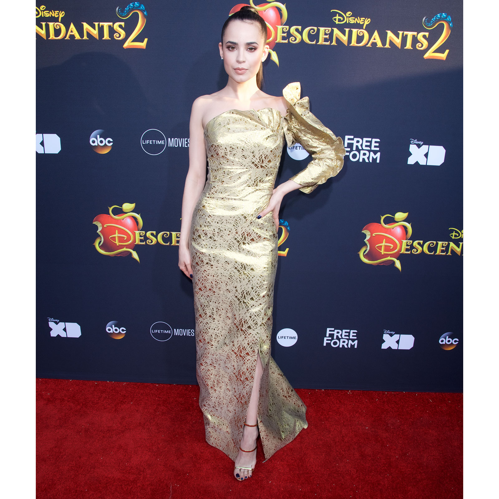 Sofia Carson, looks, style, estilo, disney channel
