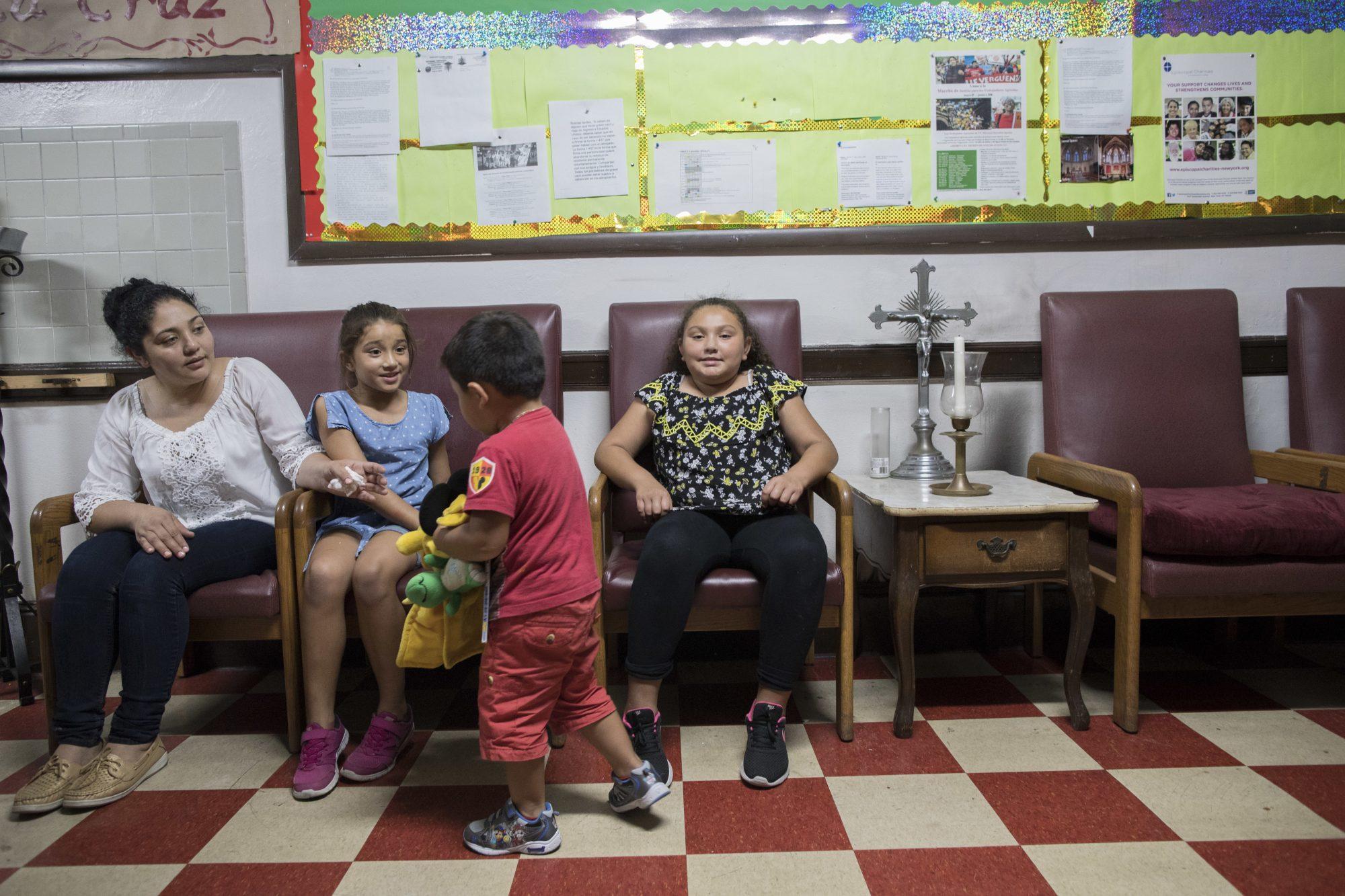 Amanda Morales y sus hijos