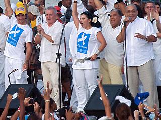 Juanes, Victor Manuelle, Olga Tañón y otros partipantes en el concierto en Cuba