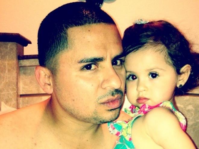 Larry Hernández y su hijita Daleyza