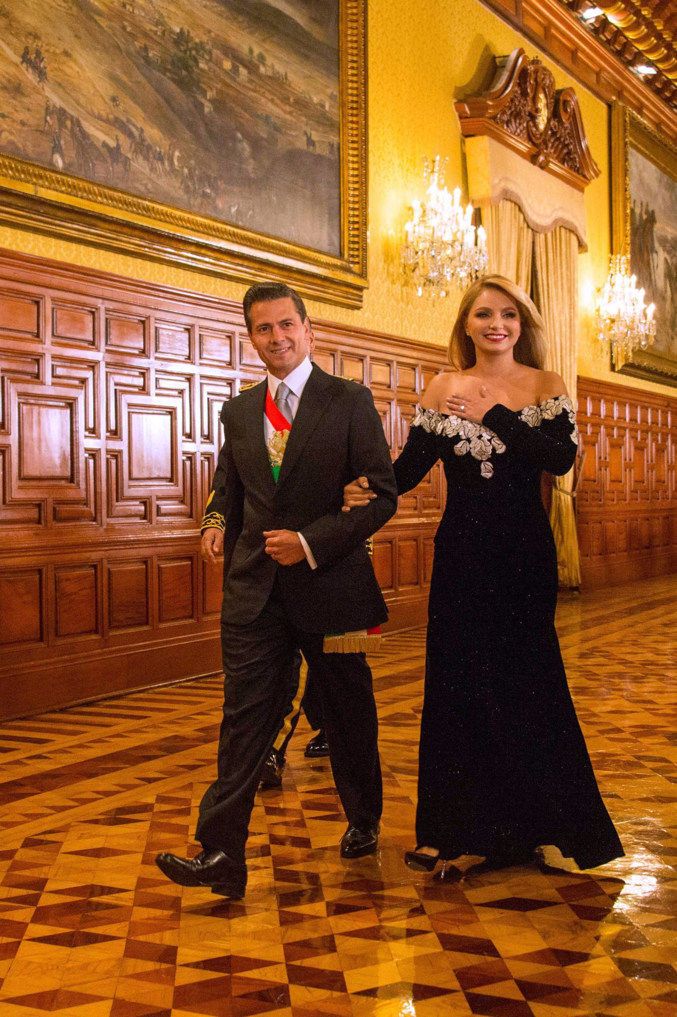 Angélica Rivera, vestido, oaxaca, look, diseno, maquillaje, pelo